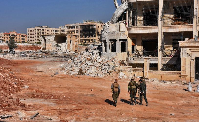 Syryjscy żołnierze w jednej z dzielnic Aleppo /AFP
