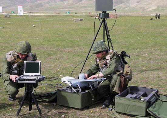 """System rozpoznania łączności Leer-3 wykorzystuje dron """"Orłan-10"""". Fot mil.ru /materiały prasowe"""