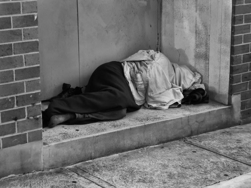 Sytuacja bezdomnych w Polsce jest bardzo trudna /123RF/PICSEL
