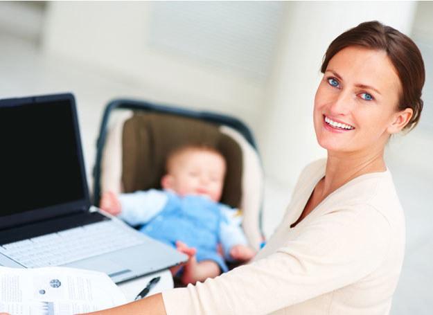 Sytuacja ekonomiczna zmusza oboje małżonków do pracy zarobkowej nawet po pojawieniu się dziecka /© Panthermedia
