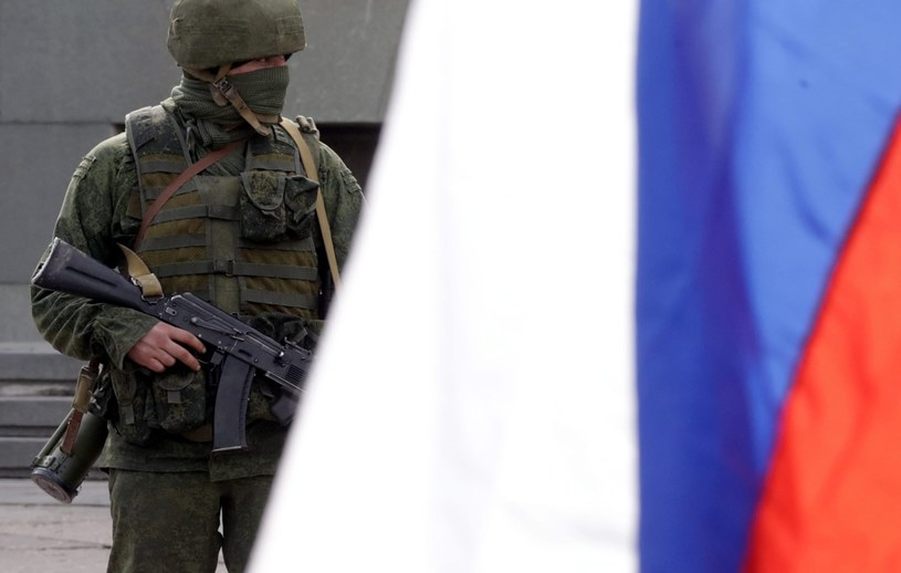 Sytuacja na Krymie jest bardzo napięta. Rosyjscy żołnierze blokują bazy /PAP/EPA