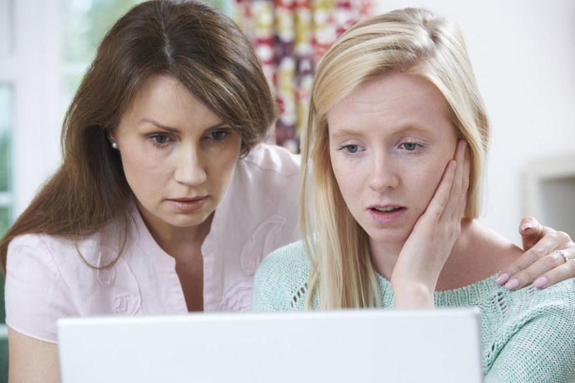 Sytuacja z internetowymi zakupami nieco komplikuje się w przypadku starszych nastolatków /©123RF/PICSEL