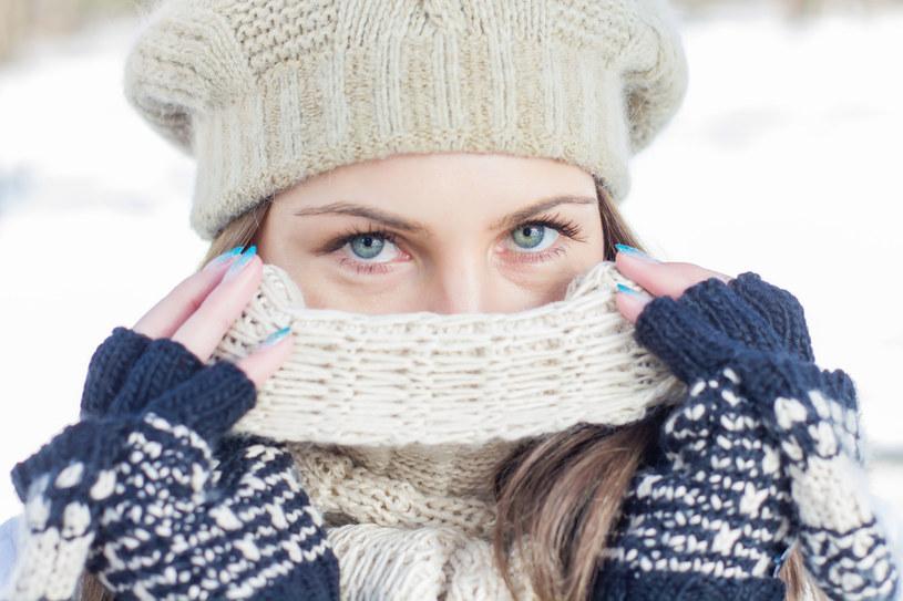 Szalik skutecznie uchroni przed zimnym powietrzem /123RF/PICSEL