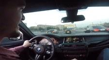 Szalona przejażdżka BMW M5 na autostradzie