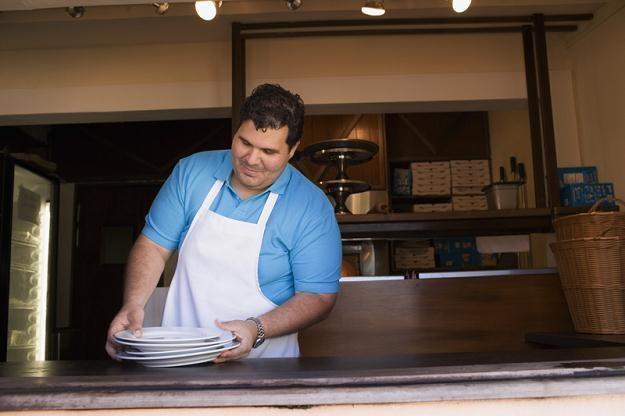Szansę na nieco wyższe zarobki daje praca na kuchni w hotelowej restauracji /© Panthermedia