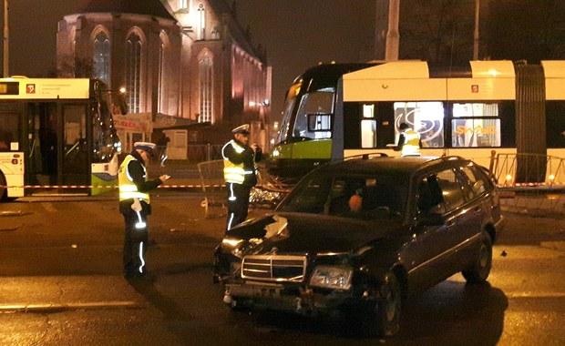 Szczecin: Auto uderzyło w osoby czekające na przystanku