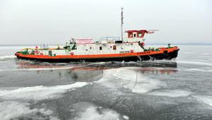 Szczecin: Lodołamacze rozpoczęły akcję kruszenia lodu