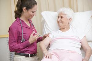 Szczepienia zabezpieczają starsze osoby