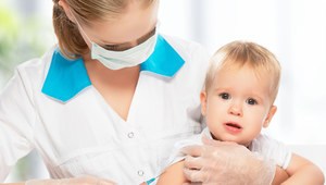 Szczepionka jest lekiem pochodzenia biologicznego, dlatego należy przechowywać ją w specjalny sposób. /123RF/PICSEL
