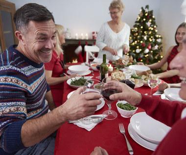 Szczęśliwa rodzina przy świątecznym stole. To możliwe!