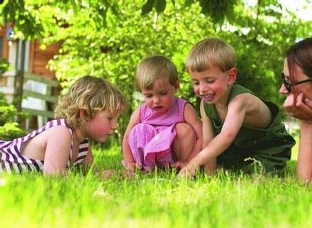 Szczęśliwi rodzice wychowują szczęśliwe dzieci /INTERIA.PL
