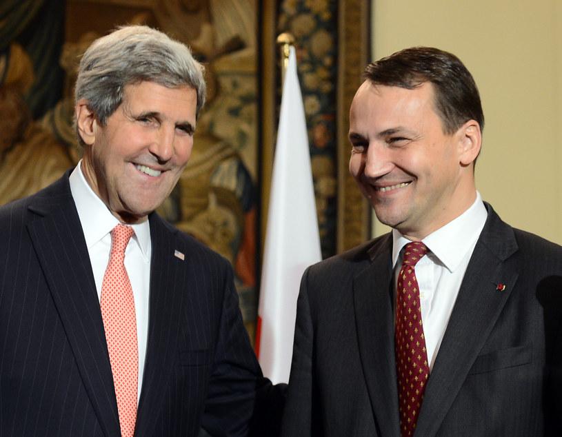 Szef amerykańskiej dyplomacji John Kerry i minister Radosław Sikorski /AFP