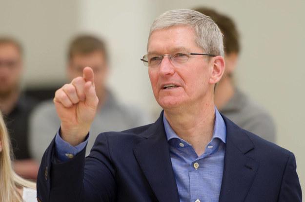 Szef Apple odda majątek biednym?