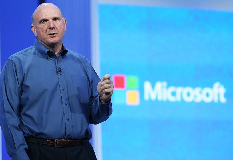 Szef Microsoftu nie ukrywa, że nie jest specjalnie zadowolony ze sprzedaży Windowsa /AFP