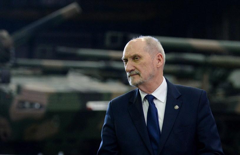 Szef MON Antoni Macierewicz /Piotr Polak /PAP