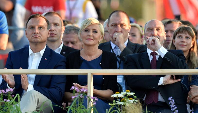 Szef MON był też obecny na sobotnim czuwaniu w Brzegach /Radek Pietruszka /PAP