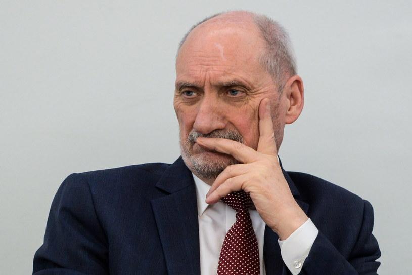 Szef podkomisji badającej katastrofę smoleńską Antoni Macierewicz /Jakub Kamiński   /PAP