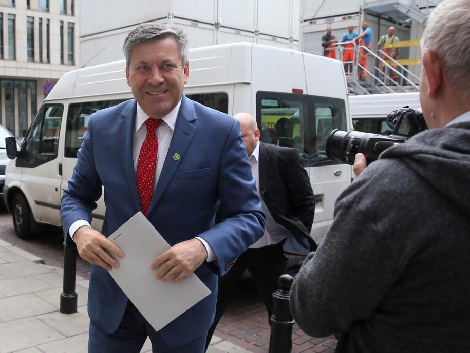 Szef PSL Janusz Piechociński w drodze na obrady Rady Naczelnej partii /Tomasz Gzell /PAP
