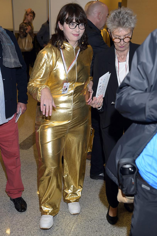 Szefowa PISF Magdalena Sroka cała w złocie na otwarciu festiwalu w Gdyni /AKPA