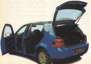 Szeroki tylny słupek w VW ogranicza widoczność. /Motor