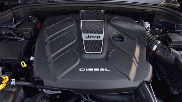 """Sześciocylindrowy silnik w układzie """"V"""" płynnie rozwija moc 250 KM. Pomaga w tym ośmiobiegowa przekładnia automatyczna. /Motor"""