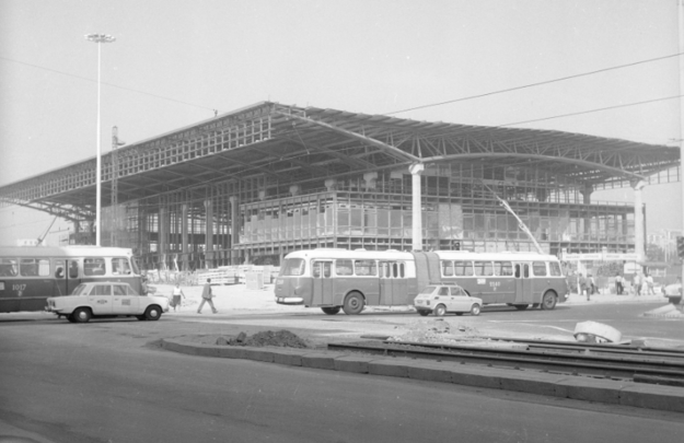 Szkielet konstrukcji Dworca podczas ostatniej fazy budowy, fot. Grażyna Rutowska /Z archiwum Narodowego Archiwum Cyfrowego
