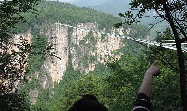 Szklany most nad kanionem Zhangjiajie będzie najdłuższy na świecie /fot. Haim Dotan /materiały prasowe
