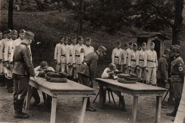Szkolenie militarne RAD. Zb. Przemysława Popławskiego /Odkrywca