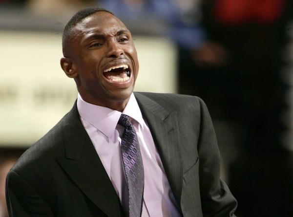 Szkoleniowiec Dallas Mavericks Avery Johnson ma powody do radości /AFP
