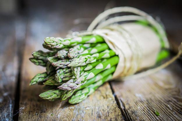 Szparagi - majowy przysmak /123/RF PICSEL