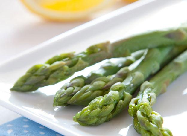 Szparagi można gotować, dusić, piec, smażyć lub blanszować /©123RF/PICSEL