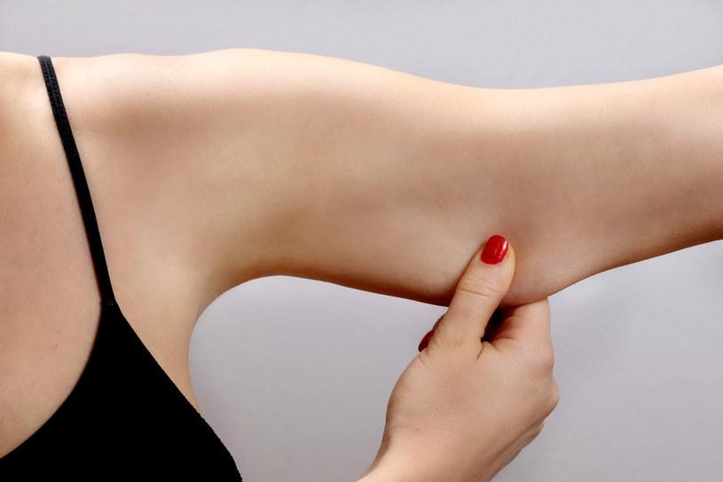 Szpetne ramiona potrafią zepsuć wygląd najładniejszej wiosennej kreacji. Zadbaj o nie! /123RF/PICSEL