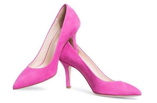 Szpilki to ulubione buty każdej kobiety :-) zakładając je czujemy się bardzo kobiece i pewne siebie :-) w The colors znajdziecie bardzo wygodne, kolorowe, ręcznej produkcji, wysokiej jakości włoskie szpilki :-) https://www.facebook.com/thecolors.new