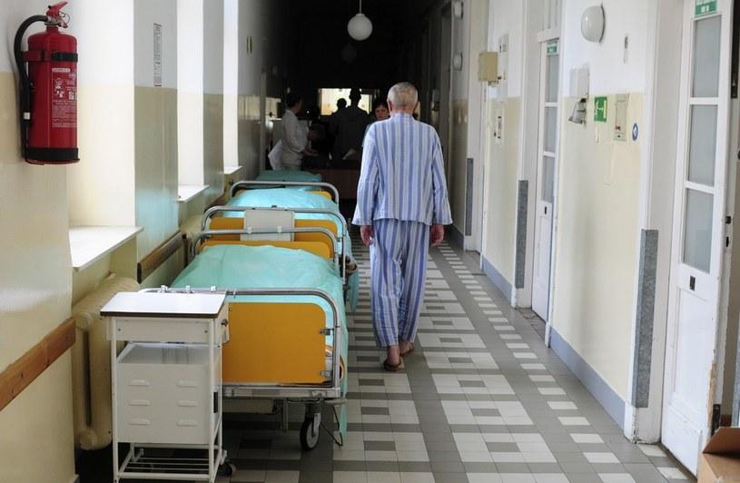 Szpitale będą przyjmować mniej chorych /Włodzimierz Wasyluk /Reporter