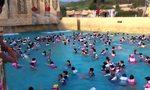 Sztuczna fala w basenie