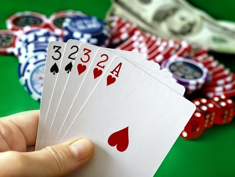 Sztuczna inteligencja pokonała ludzi w pokera /123RF/PICSEL