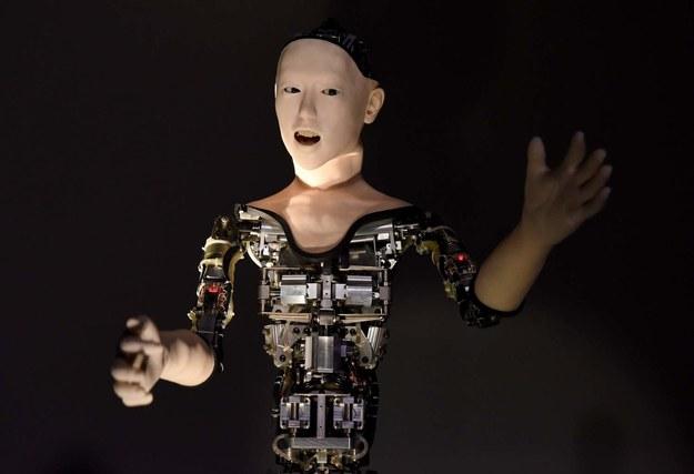 Sztuczna inteligencja zmieni sektor usług /AFP