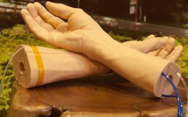 Sztuczna skóra Google jest niezbędna do dalszego rozwoju projektu bransoletki wykrywającej nowotwory /materiały prasowe