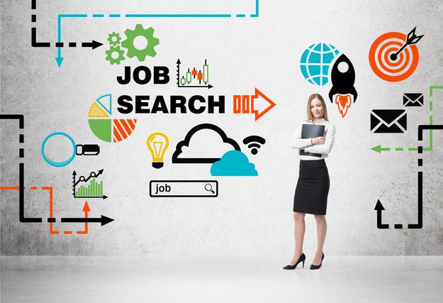 Szukając pracy, w pierwszej kolejności przeglądamy ogłoszenia pod kątem branży i zawodu, jaki chcielibyśmy wykonywać /123RF/PICSEL