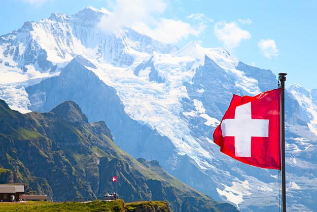 Szwajcaria to świetnie przygotowane stoki i piękne widoki /123/RF PICSEL