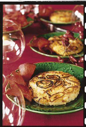 Szwajcarskie placki ziemniaczane świetnie komponują się z wieloma potrawami mięsnymi  /Jacques Caillaut /Twój Styl