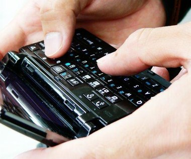 Szybki internet mobilny nie dla Polaków. Czyja to wina?