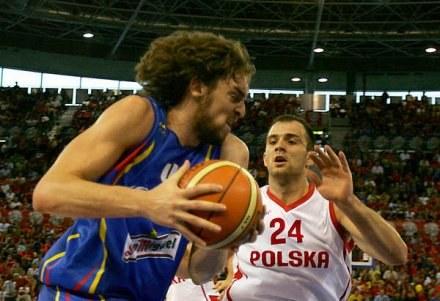 Szymon Szewczyk występuje w Milwaukee, ale niebawem zagra dla reprezentacji Polski /AFP