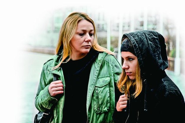 – Ta 16-latka to urodzona aktorka! Ma zwierzęcą łatwość współpracy  z kamerą – mówi o Julii Czuraj, która zagrała jej ekranową córkę Miśkę. /Mat. Prasowe
