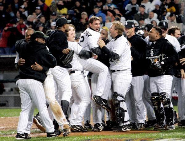 Ta radość ma swoje uzasadnienie - White Sox prowadzą 2-0 /AFP