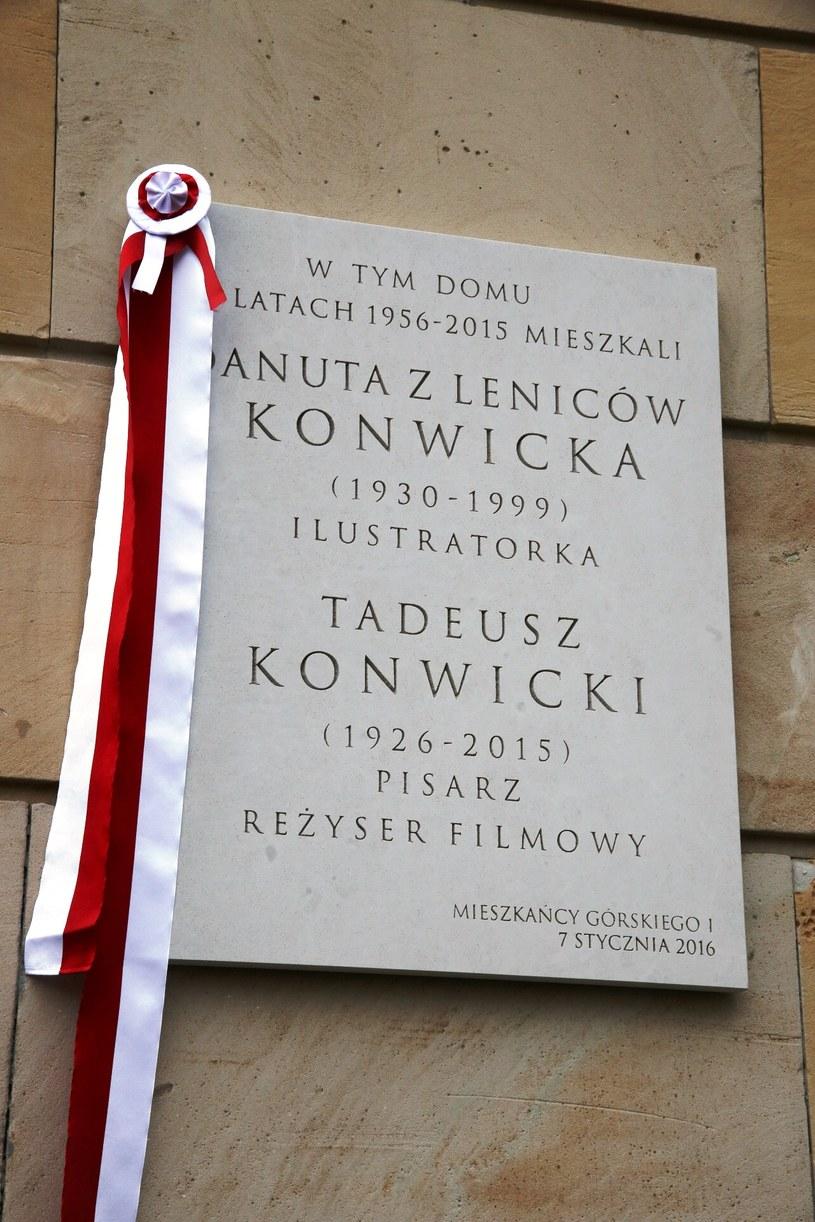 Tablica poświęcona Danucie i Tadeuszowi Konwickim /Borys Skrzyński/SFP /materiały prasowe