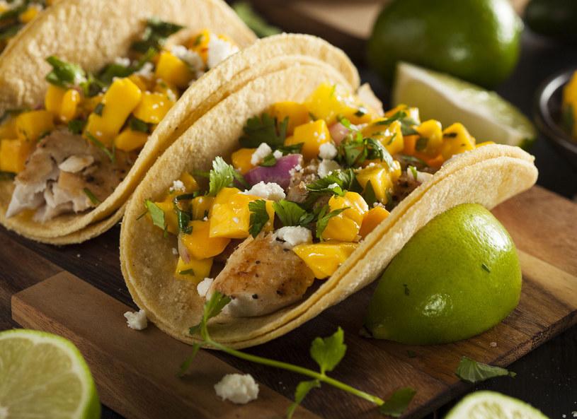 Tacos z mango i wołowiną /123/RF PICSEL /©123RF/PICSEL