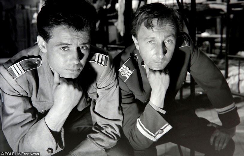 """Tadeusz Janczar i Bogumił Kobiela w filmie """"Zezowate szczęście"""" (1960) /East News/POLFILM"""