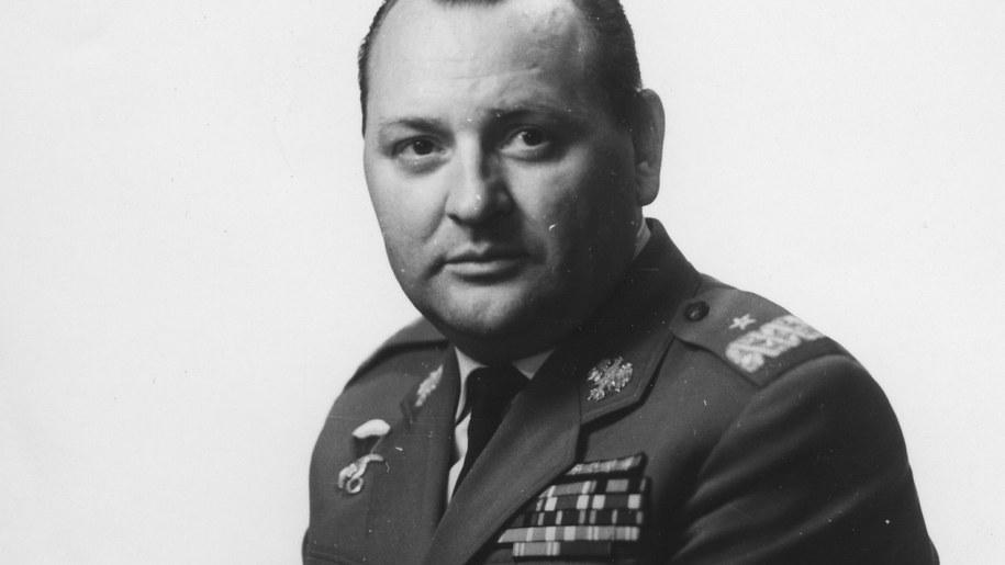Tadeusz Pietrzak zmarł był m.in. dowódcą wojsk wewnętrznych MSW i zastępcą szefa Informacji Wojskowej /Stanisław Czarnogórski    /PAP
