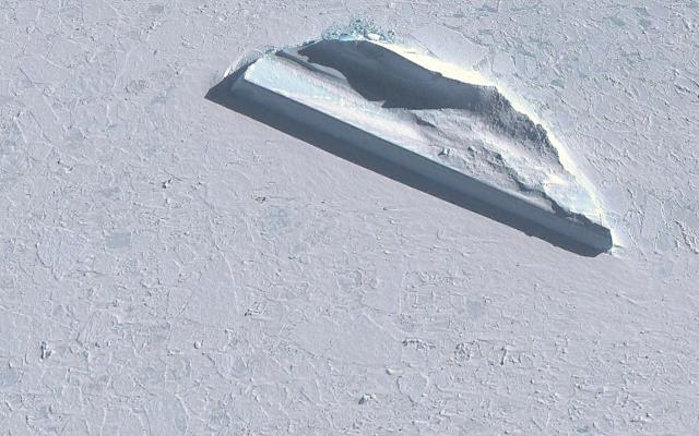 """Tajemniczy """"mur"""" odnaleziony na Antarktydzie. Czym jest ten obiekt? /Innemedium.pl"""